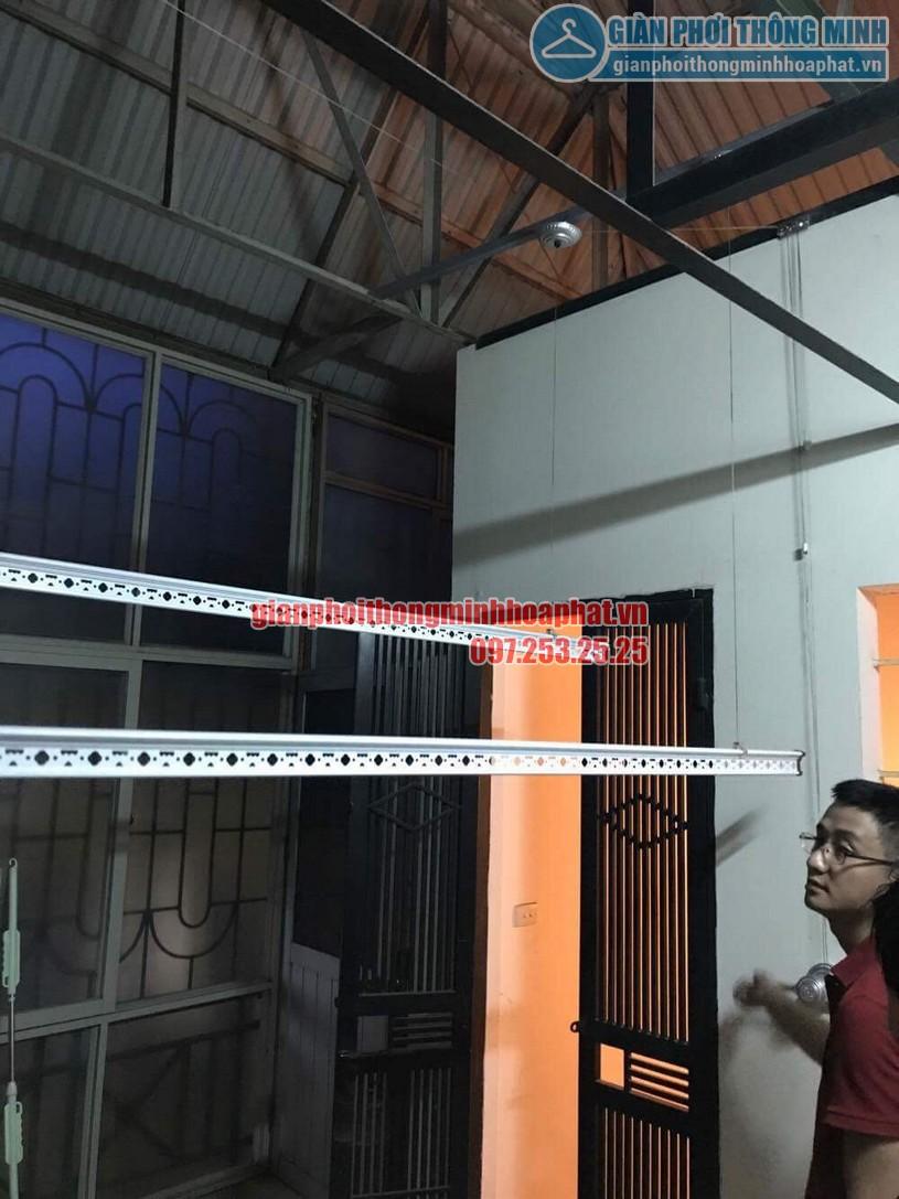 Lắp bộ giàn phơi HP950 tại trần mái tôn nhà anh Trung quận Hai Bà Trưng-06