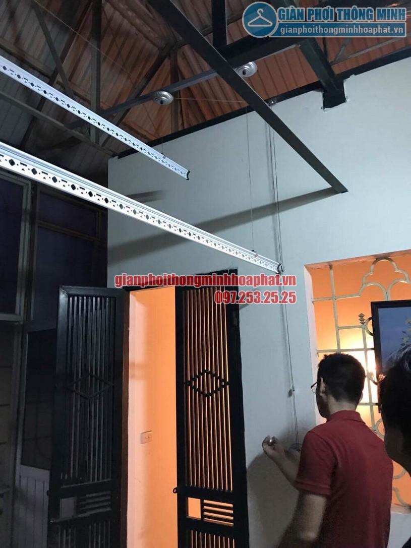 Lắp bộ giàn phơi HP950 tại trần mái tôn nhà anh Trung quận Hai Bà Trưng-05