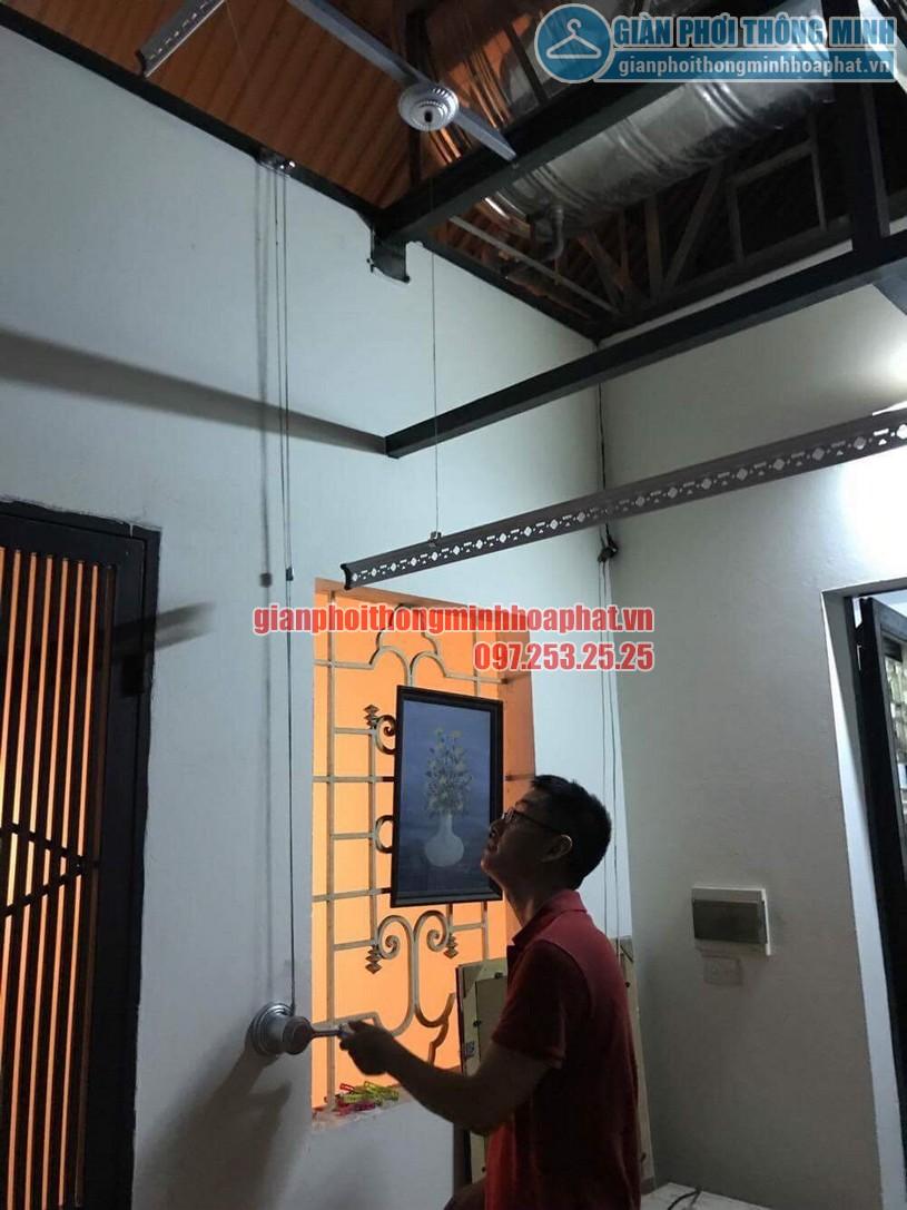 Lắp bộ giàn phơi HP950 tại trần mái tôn nhà anh Trung quận Hai Bà Trưng-04