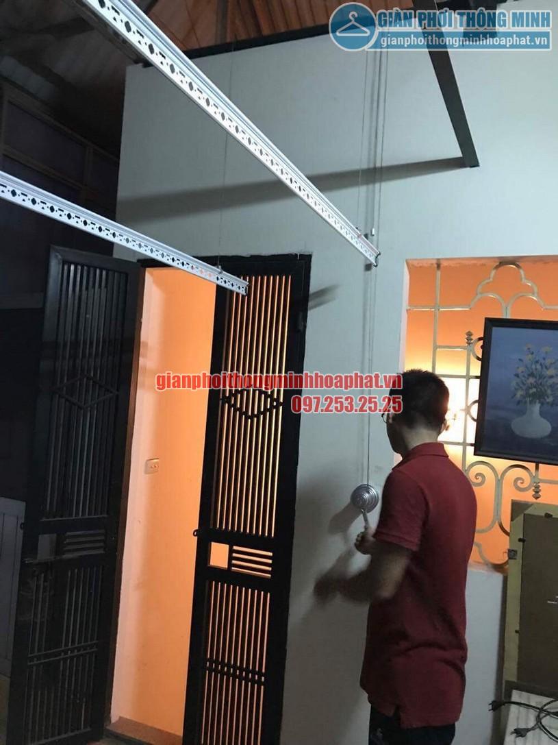 Lắp bộ giàn phơi HP950 tại trần mái tôn nhà anh Trung quận Hai Bà Trưng-03