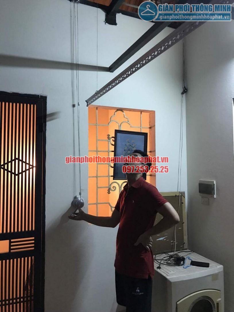 Lắp bộ giàn phơi HP950 tại trần mái tôn nhà anh Trung quận Hai Bà Trưng-02