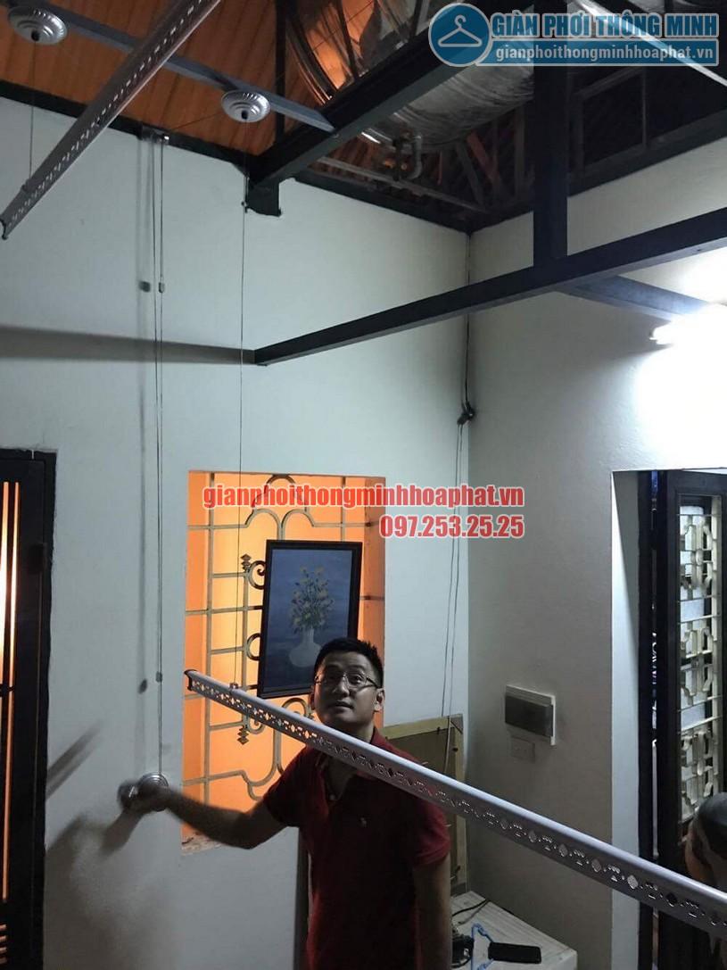 Lắp bộ giàn phơi HP950 tại trần mái tôn nhà anh Trung quận Hai Bà Trưng-01