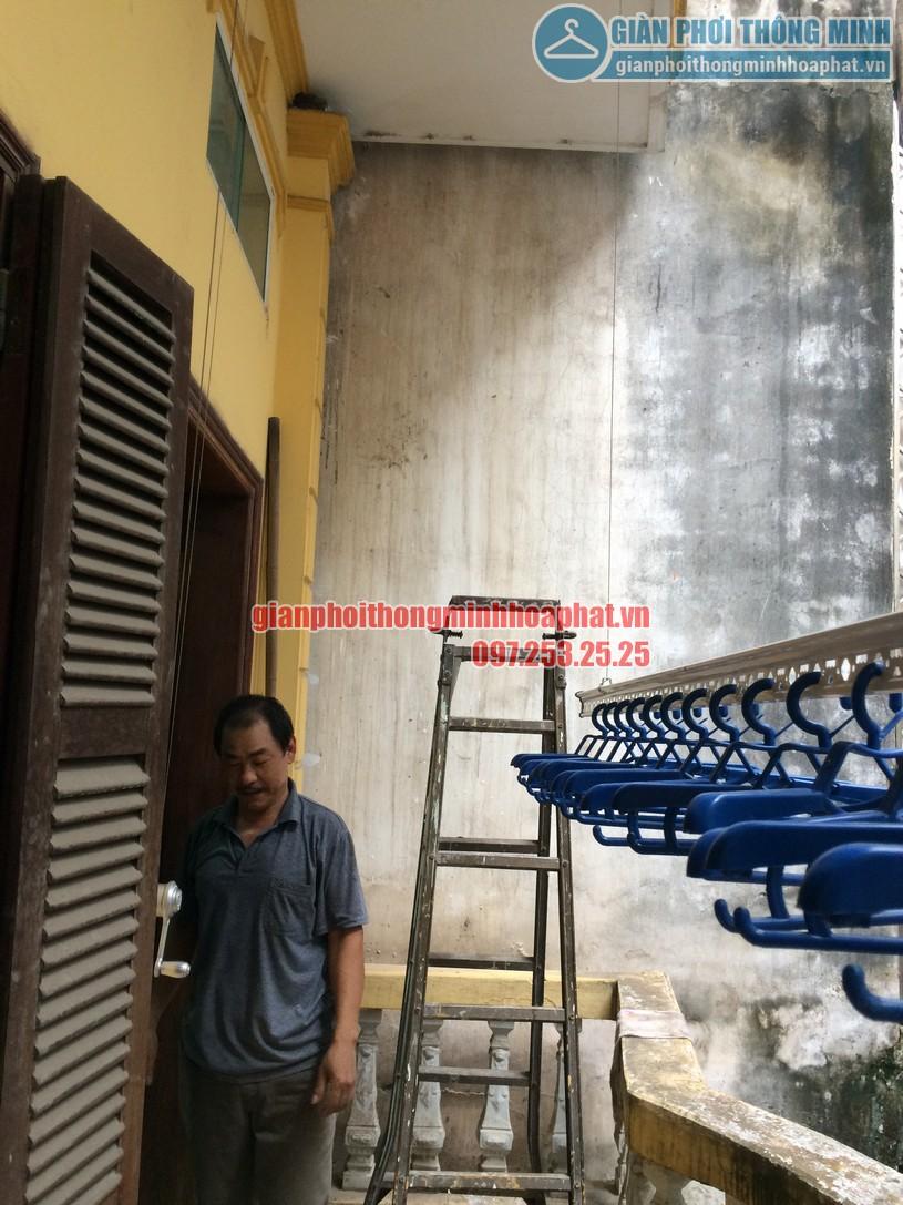 Lắp giàn phơi thông tại ban công có cục nóng điều hòa nhà chú Minh - Long Biên-06