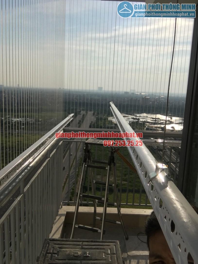 Ngắm giàn phơi và lưới an toàn ban công nhà bác Quý tòa N03 chung cư Ngoại Giao Đoàn-09