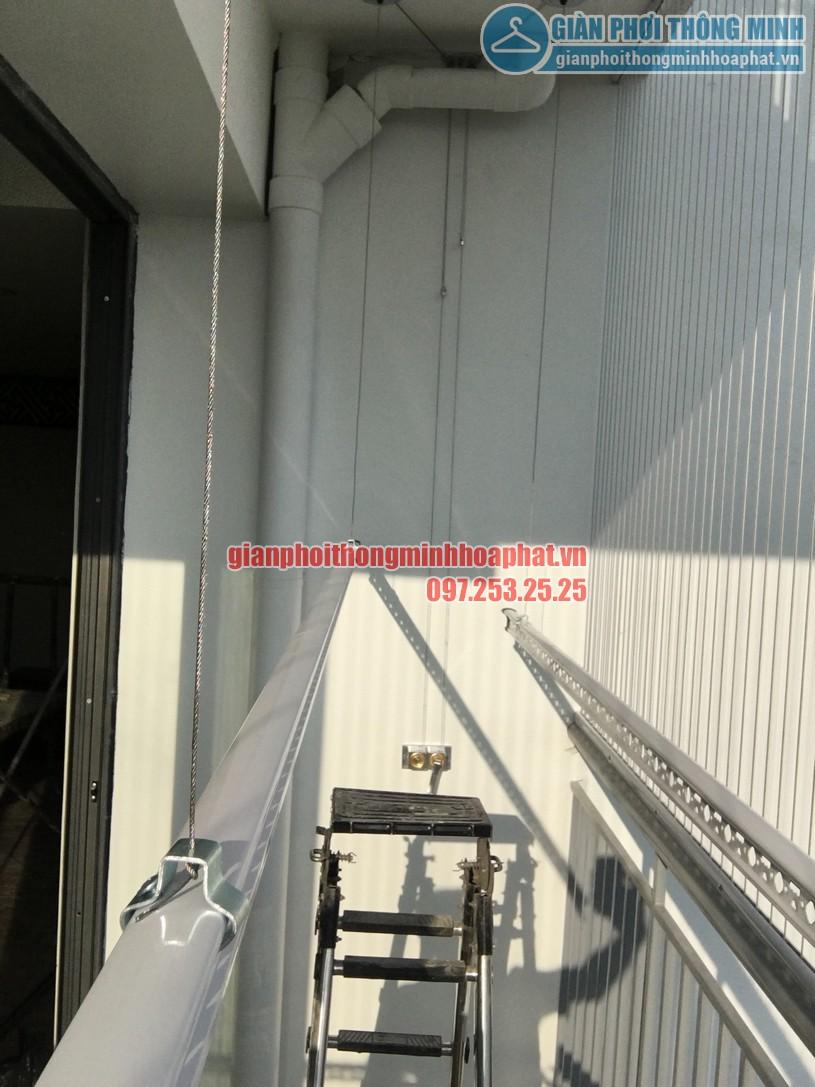 Ngắm giàn phơi và lưới an toàn ban công nhà bác Quý tòa N03 chung cư Ngoại Giao Đoàn-08