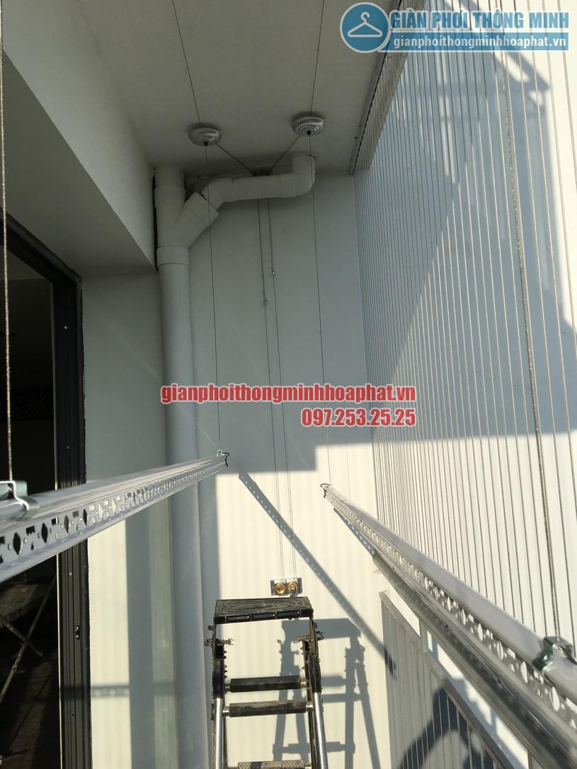 Ngắm giàn phơi và lưới an toàn ban công nhà bác Quý tòa N03 chung cư Ngoại Giao Đoàn-07