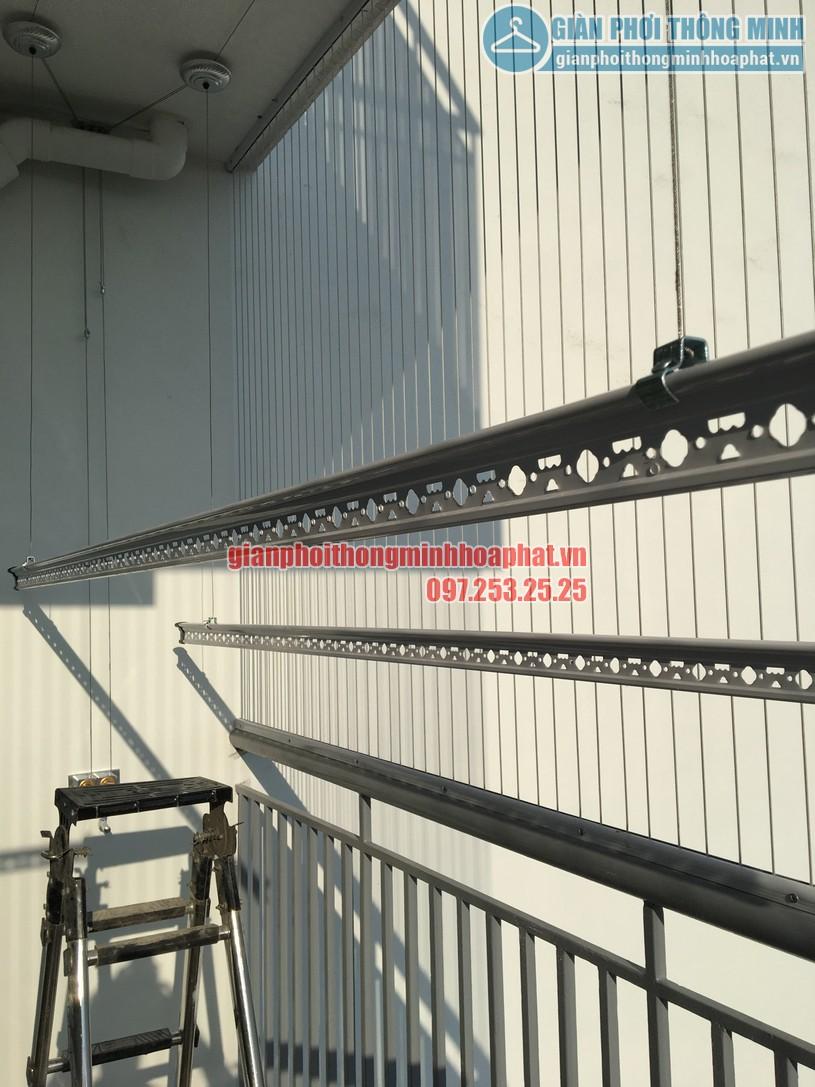 Ngắm giàn phơi và lưới an toàn ban công nhà bác Quý tòa N03 chung cư Ngoại Giao Đoàn-06