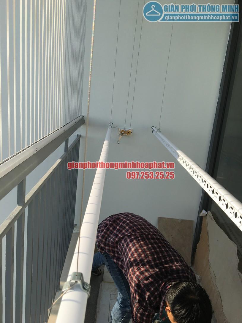 Ngắm giàn phơi và lưới an toàn ban công nhà bác Quý tòa N03 chung cư Ngoại Giao Đoàn-12