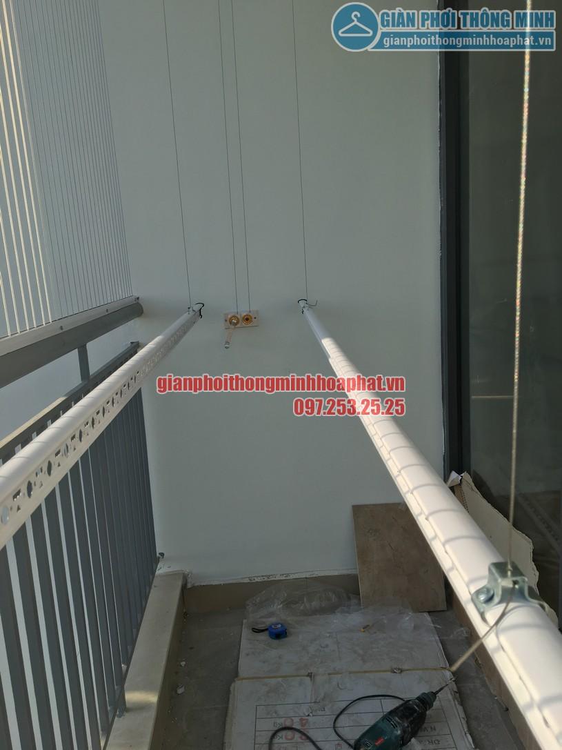 Ngắm giàn phơi và lưới an toàn ban công nhà bác Quý tòa N03 chung cư Ngoại Giao Đoàn-04