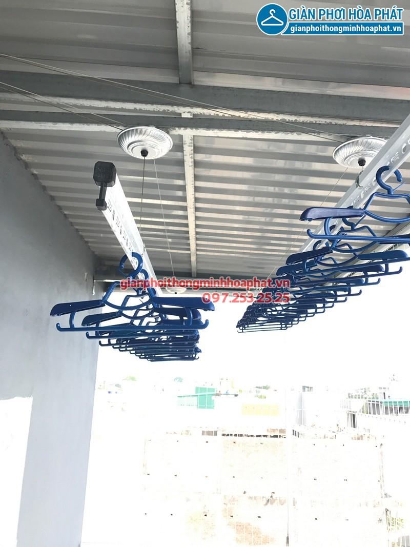 Bộ giàn phơi Hòa Phát cao cấp lắp đặt tại sân phơi trần mái tôn nhà chị Hải
