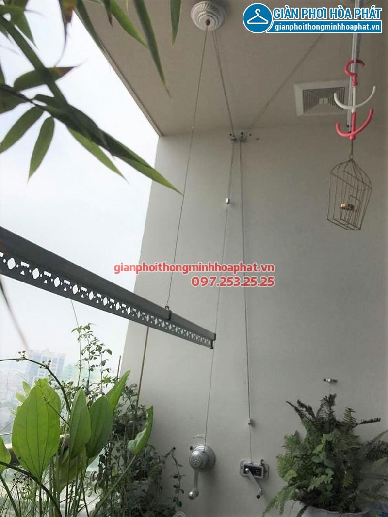 Ban công đẹp hiện đại với bộ giàn phơi Hòa Phát cao cấp nhà chị Linh