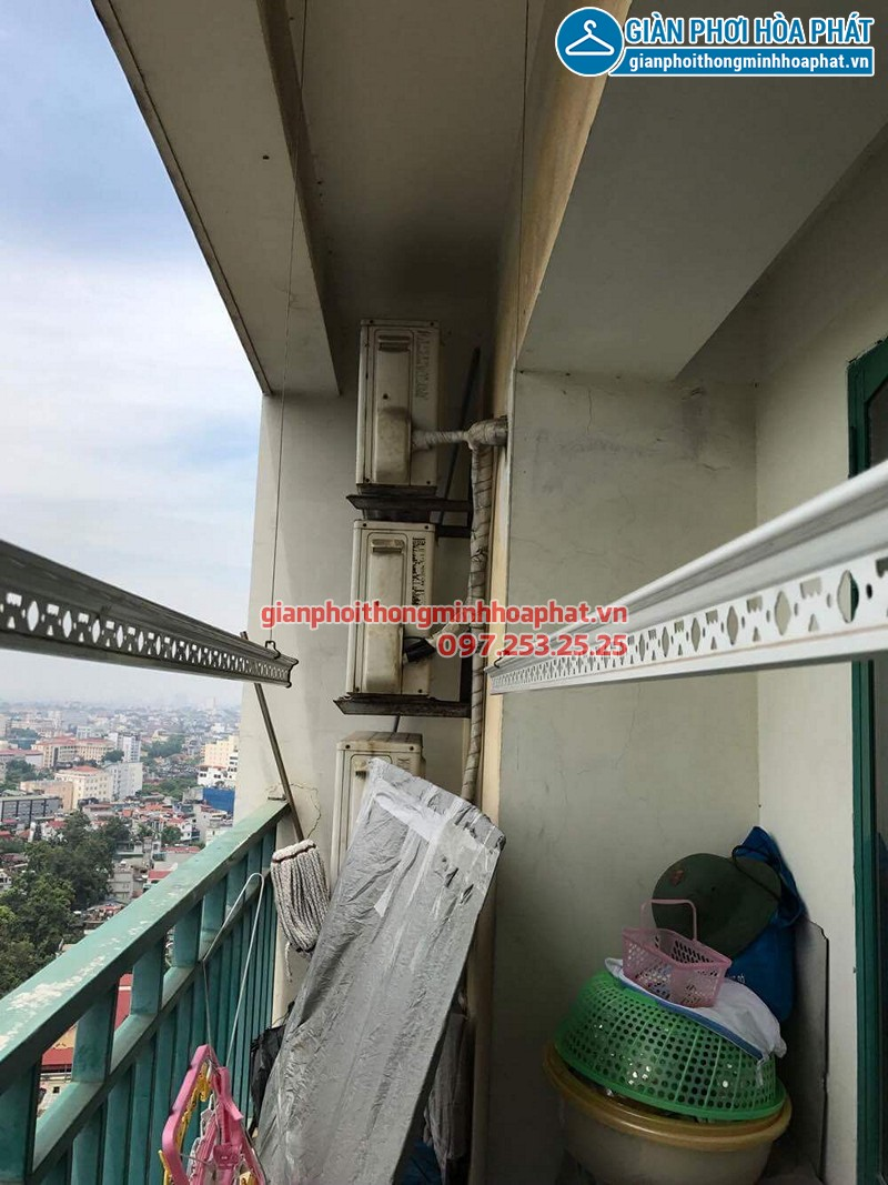 Lắp bộ giàn phơi Hòa Phát Air tại ban công trần giật cấp nhà chị Minh, Mipec Long Biên