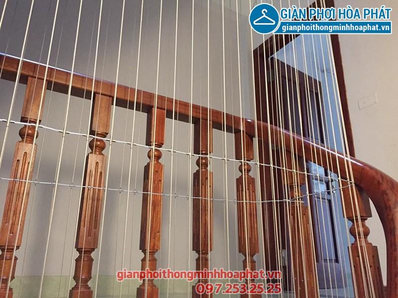 Lắp đặt lưới an toàn cầu thang cho nhà anh Ninh ở ngõ 8 Trần Quang Diệu