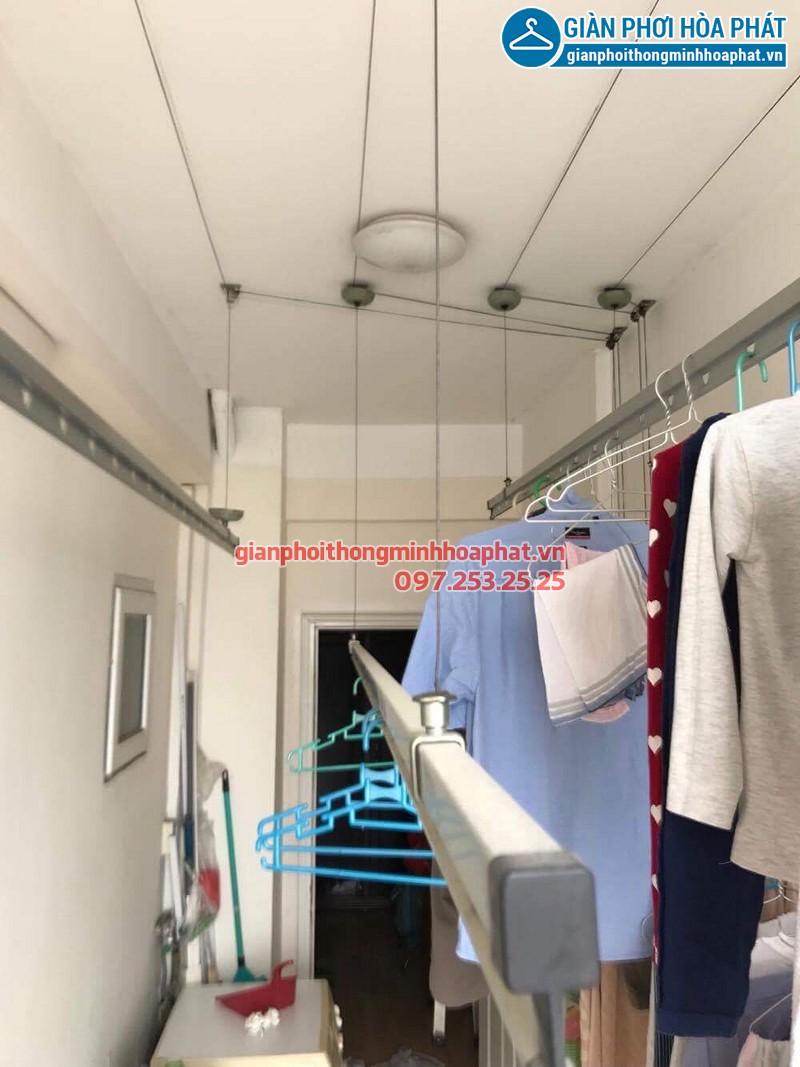 Bộ giàn phơi quần áo nhà chú Bình ở chung cư 25 Lạc Trung