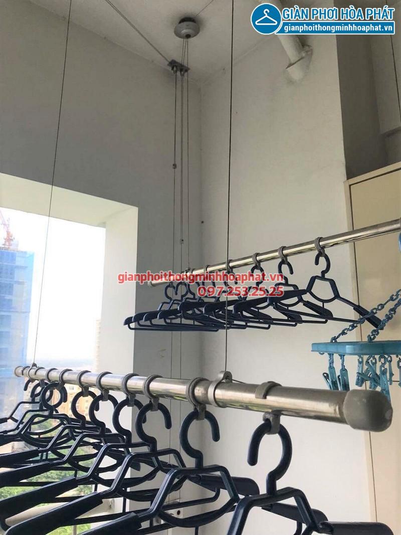 Bộ giàn phơi quần áo thông minh nhà chị Dương sau khi thay dây cáp