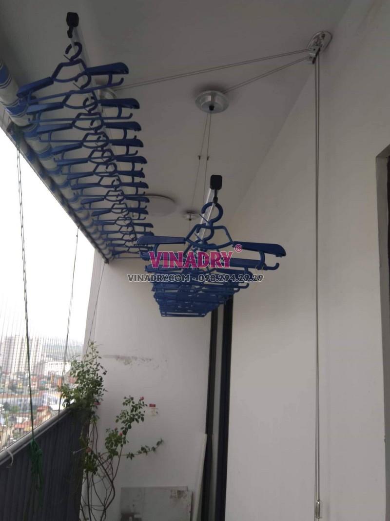 Lắp giàn phơi cho chung cư nên chọn giàn phơi gắn trần sử dụng tay quay