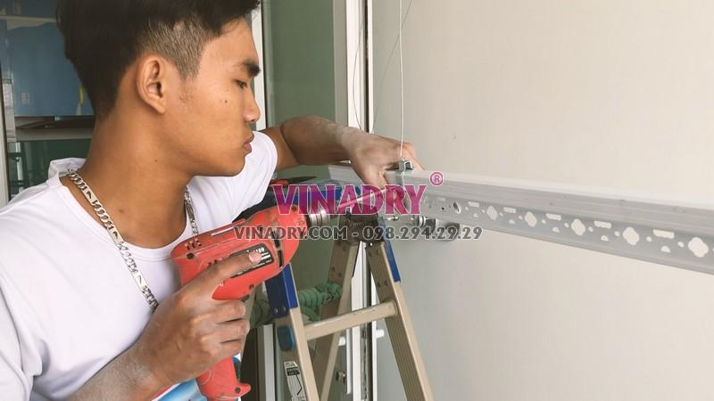 Lắp giàn phơi thông minh chung cư 60 Hoàng Quốc Việt nhà cô Đào bộ 701 - 04