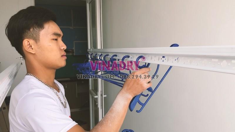 Lắp giàn phơi thông minh chung cư 60 Hoàng Quốc Việt nhà cô Đào bộ 701 - 05
