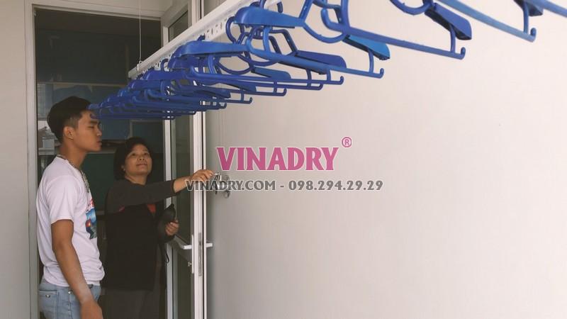 Lắp giàn phơi thông minh chung cư 60 Hoàng Quốc Việt nhà cô Đào bộ 701 - 06