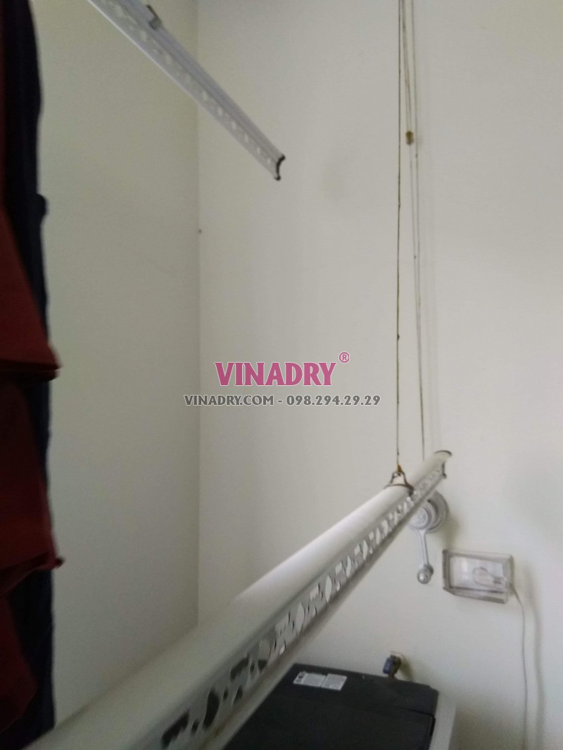 Sửa giàn phơi thông minh giá rẻ tại Hà Nội, thay dây cáp nhà chị Hoa - 02