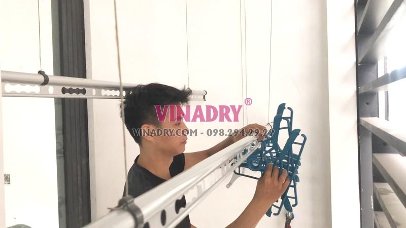 Lắp giàn phơi quần áo Vinadry GP971 được tặng kèm 30 móc phơi đồ chống bay