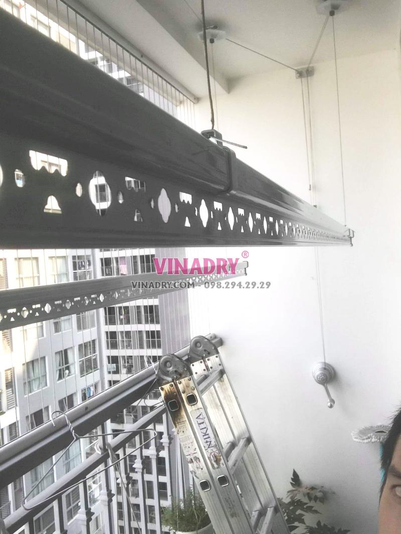 Lắp giàn phơi Hòa Phát giá rẻ tại tòa T8, Times City nhà chị Hiên - 04