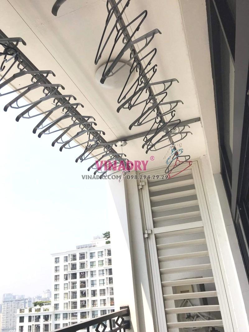 Sửa giàn phơi thông minh tại Royal City nhà chú Quang, tòa R4B - 06