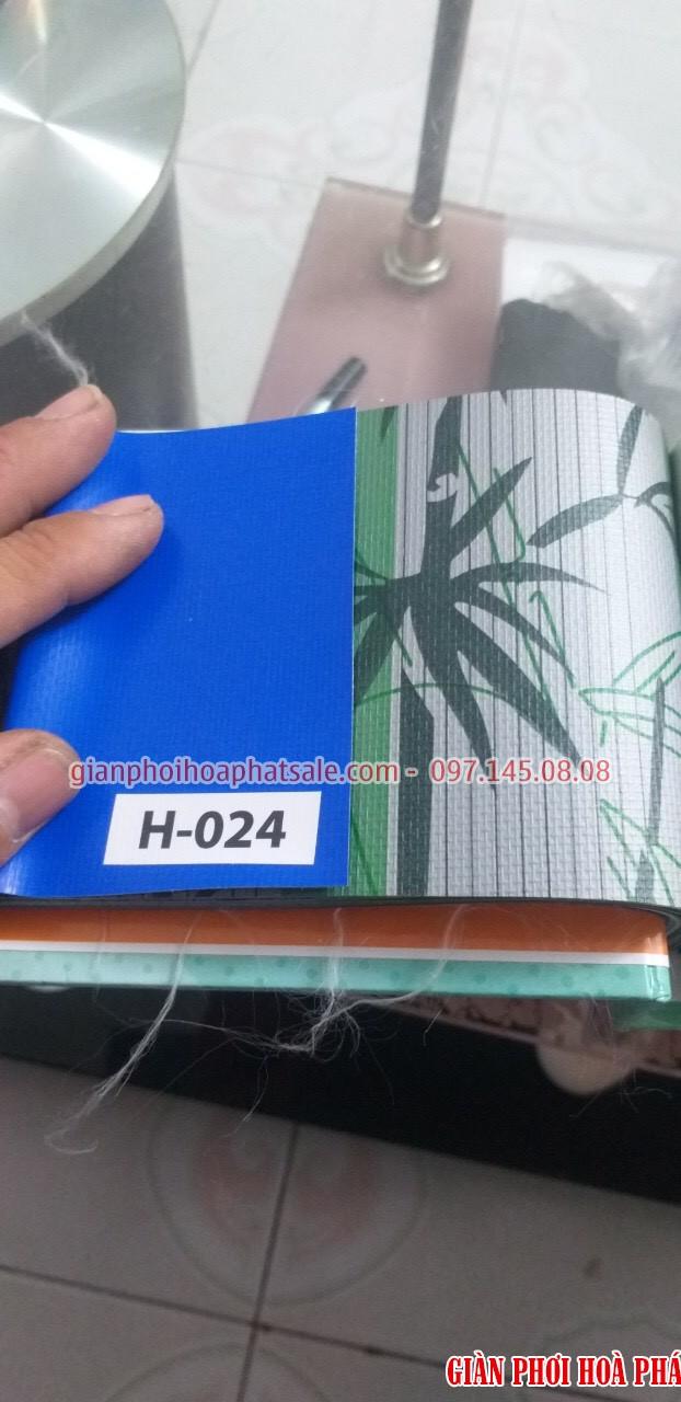 Mẫu bạt che nắng tự cuốn 1 mặt màu xanh nước biển, 1 mặt hoa văn - H024