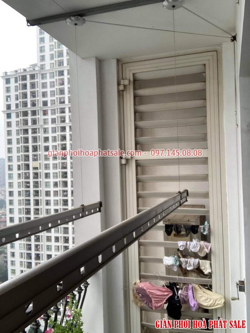Sửa giàn phơi Royal City nhà chị Hồng, tòa R4 bị đứt dây cáp - 03